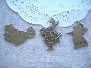 tyチェシャ猫、トランペットウサギ、ハートの女王