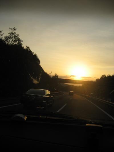 夕暮れのハイウェイ