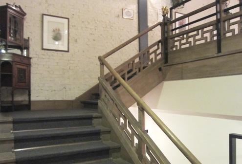 7)階段を上がっていくと。。。