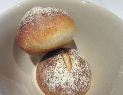 19.6)自家製パンもめっちゃおいしい