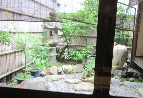 10)お庭に面したお席