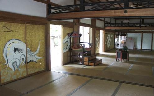 12)お寺の中