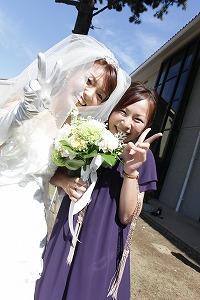 新婦と記念写真