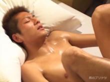 ゲイ動画:掘られながらプリプリ揺れる胸筋♪