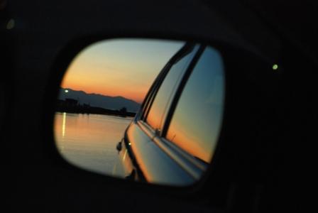 バックミラー夕陽