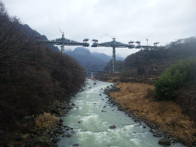 八ツ場ダム水没予定地域にそびえる、第2橋脚