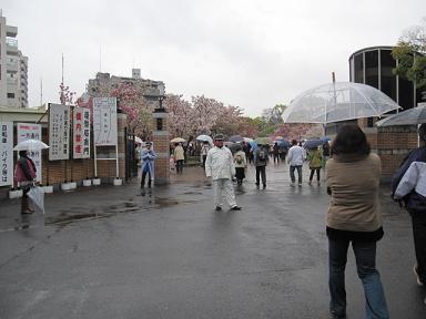 入口・・・雨で人は空少なかったです。