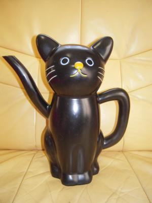 黒猫ジョーロ