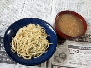 炒めパスタと味噌汁