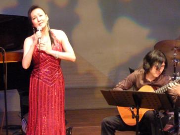 大野元毅さんの素晴らしい伴奏で。