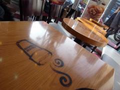 かわいいテーブル