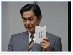 kouseibu-kachou-ni-25jou-wo-tate-ni-semaru.jpg