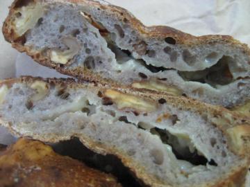 ブルーチーズ入りのくるみパン切り口