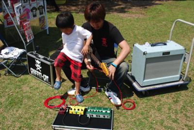 グラ猫が明石公園で出店した - ギター講師 中山大輔のブログ