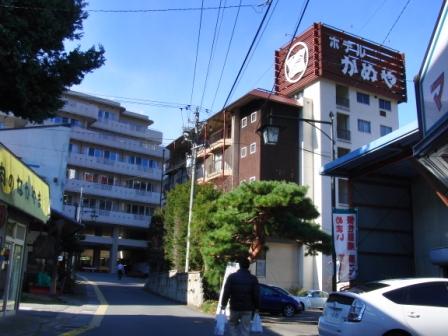 温泉街にある病院.JPG