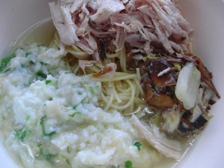 CIMG3268七草粥 鶏胸二分の一枚 パスタ 豚骨スープ 白菜と鰹節の煮物.JPG