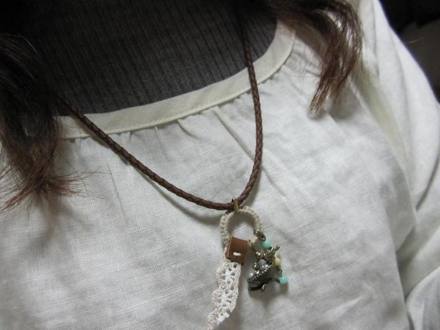 小鳥チャームのネックレス着画