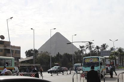 街からピラミッド