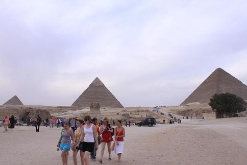 三つピラミッド