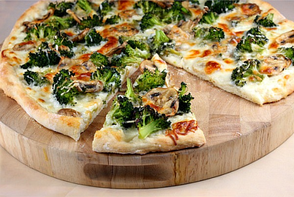 white-pizza-with-broccoli-and-mushrooms1.jpg