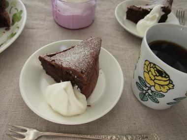 gateau classique au chocolat×apila
