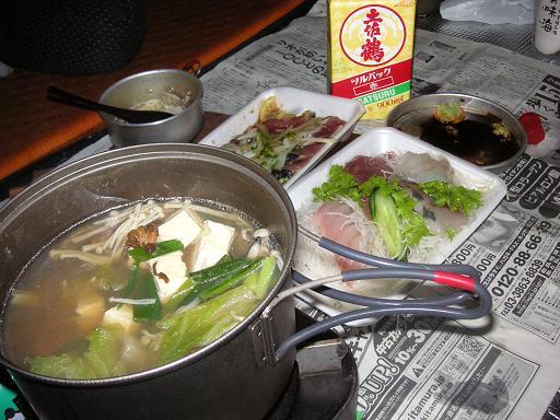 鍋と刺身、土佐鶴