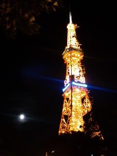 月とテレビ塔