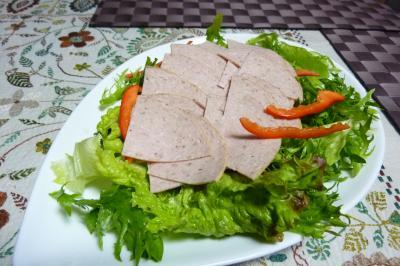 ボロニアソーセージのサラダ