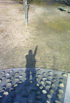 公園でヒーローポーズ