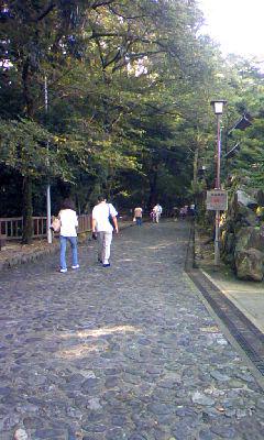 犬山城への坂道