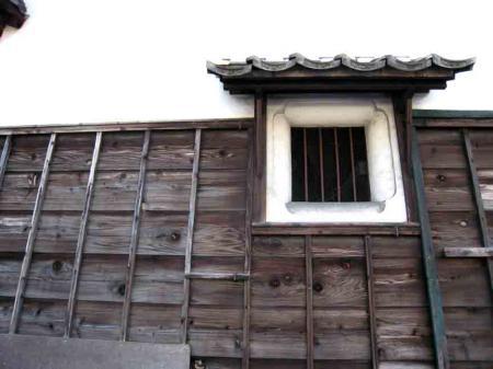 小牧駅西 木造家屋壁