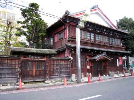 中村日赤付近 茶色の立派な建物