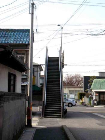 勝川近辺のストレート歩道橋