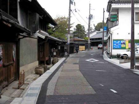 有松の坂道