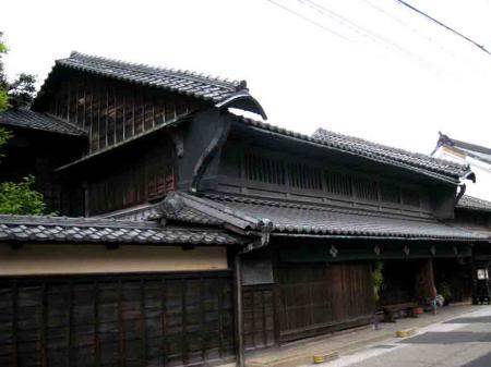 有松の古い建物