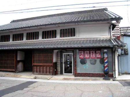 有松の古い床屋2