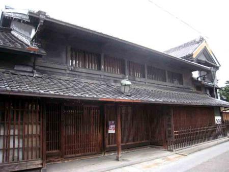 有松の古い建物2