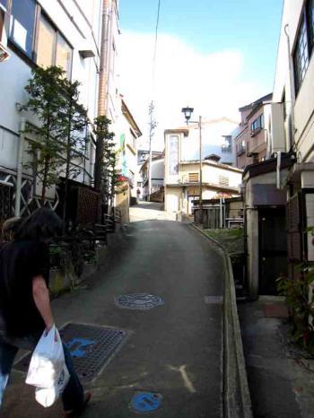 野沢温泉の坂道1
