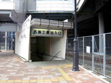 地下道入り口