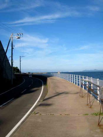 日間賀島 南川 海と道東方向