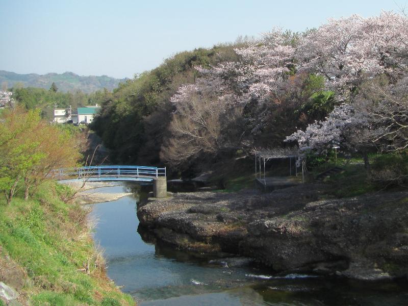 伊予郡砥部町岩谷口  衝上(つきあげ)断層公園