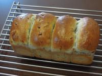 黒ゴマと大豆のミニ食パン