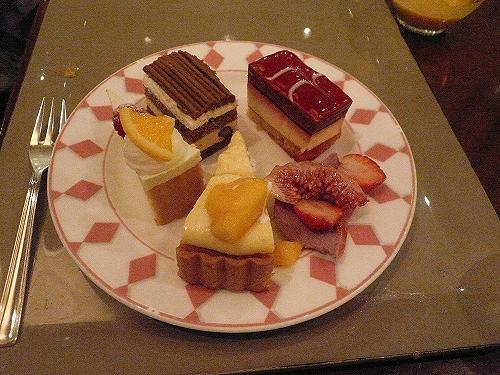 バイキングのケーキ