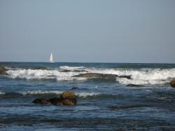 水平線とヨット