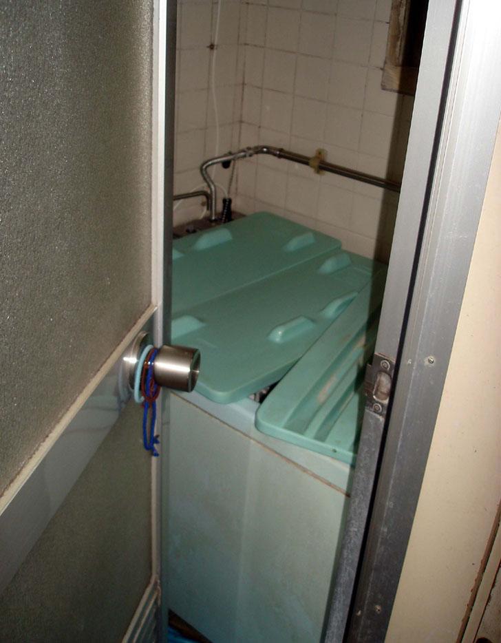 ⑪お風呂場の浴槽に潜む