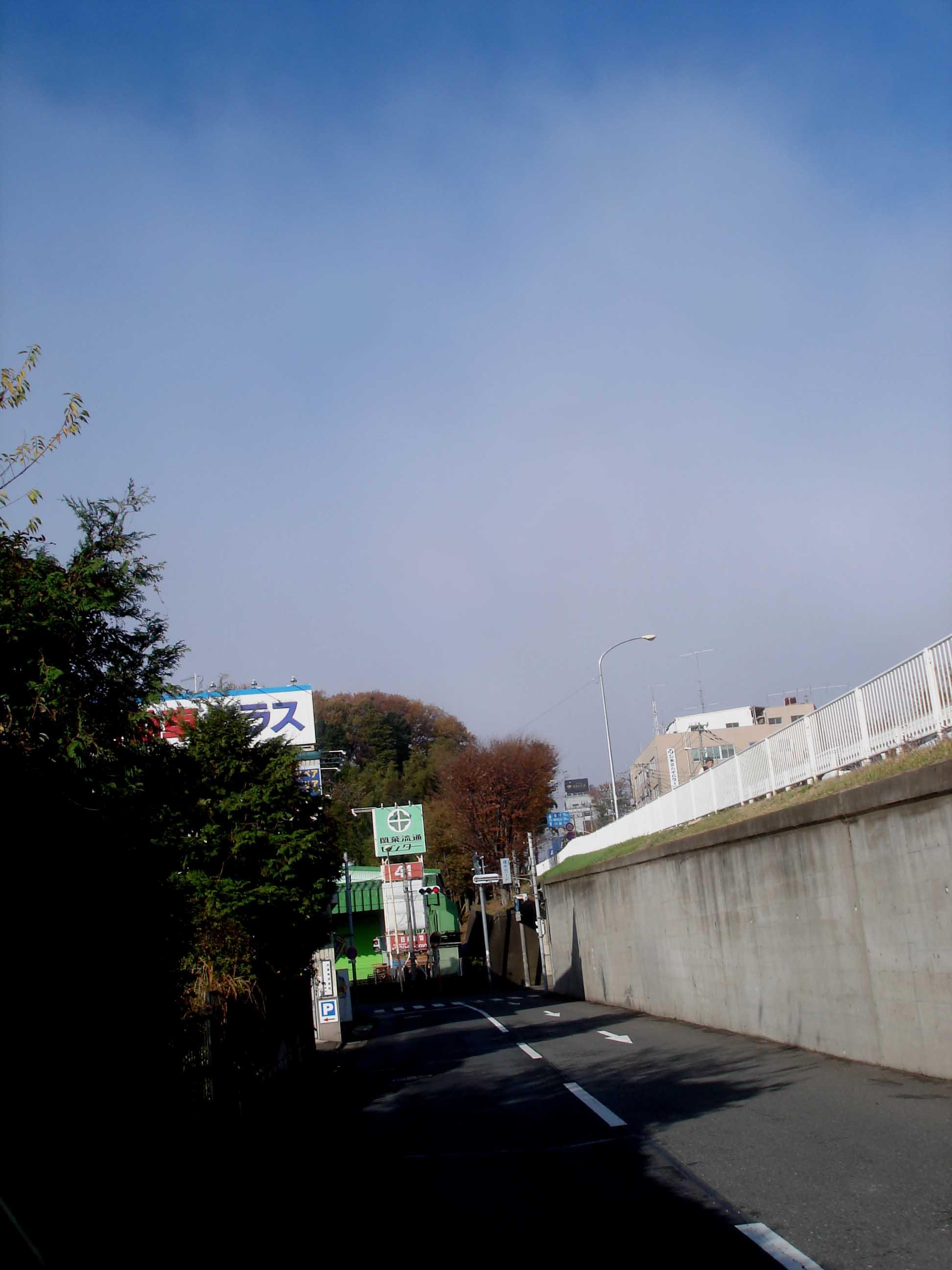 雲の波際近くに接近