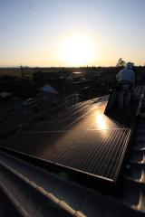 太陽光設置中、釈永瓦工務店