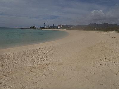 名護のビーチ_110926