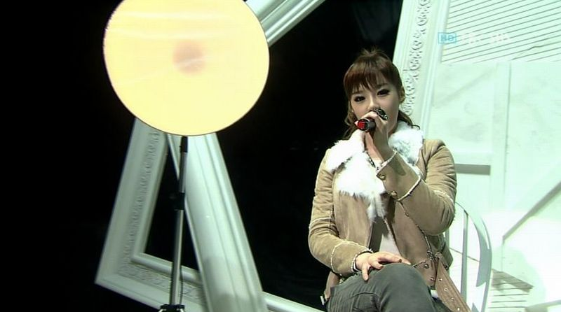 Park Bom - 20091108 - You and I on Ink.avi_000016383