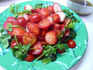 イチゴとトマトのバルサミコサラダ